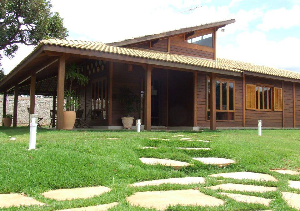 Casa de madeira é opção rápida e barata na hora de construir